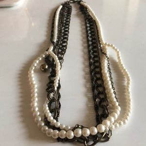 Jewelry - Necklace or belt with pearls and chains